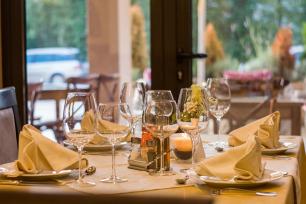 Добре организираното меню в ресторанстки сайт продава повече и по-бързо